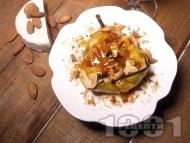 Печени круши в розе със сирене Бри, хрупкави ядки и карамел